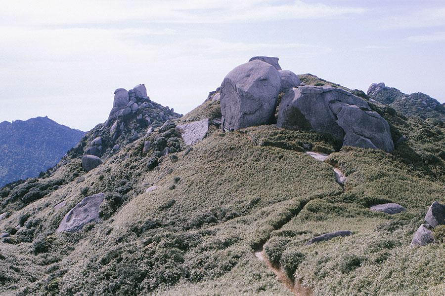翁岳と栗生岳