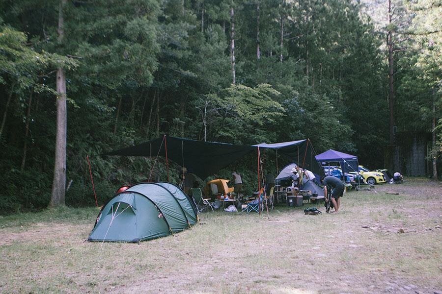こじんまりとしたテントサイト