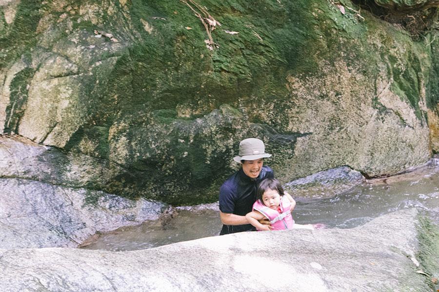 天然のウォータースライダー(滝すべり後)