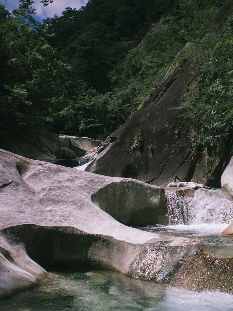 おうけつ谷の雄大な景観