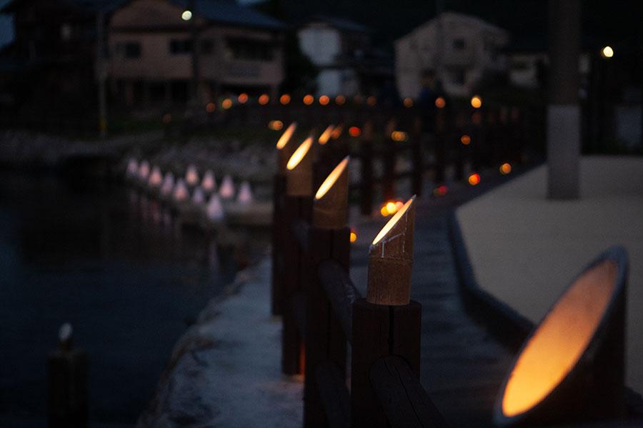 遊歩道の竹灯籠