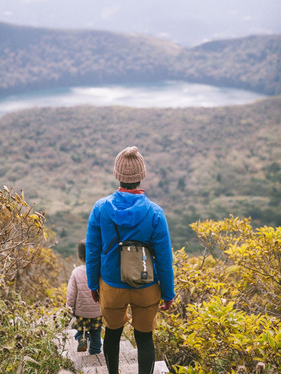 韓国岳の木道から望む大浪池