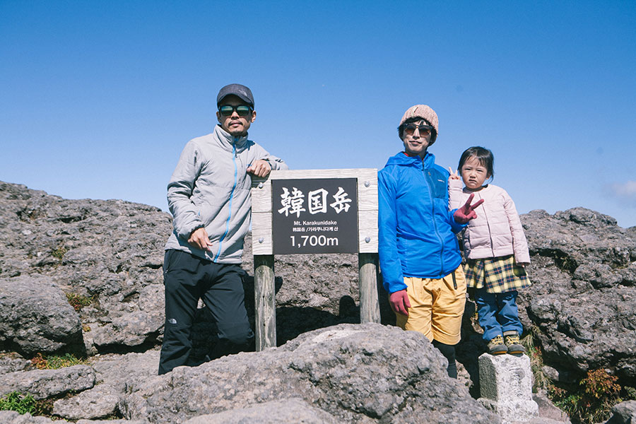 韓国岳山頂で記念写真