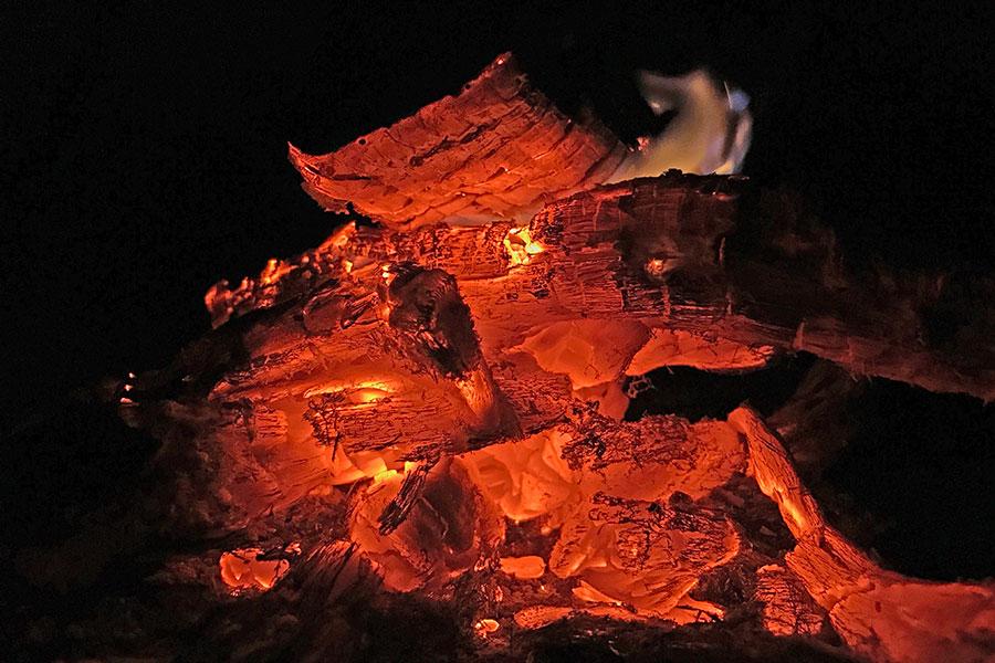 焚き火の熾火