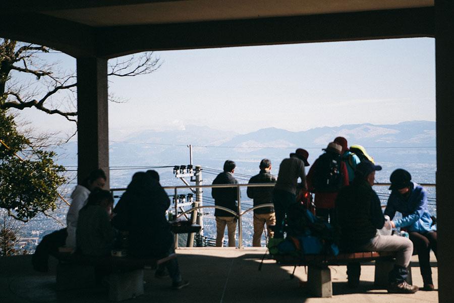 金峰山山頂から東に阿蘇を望む