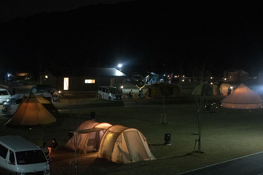 夜の五ケ山クロスキャンプ場