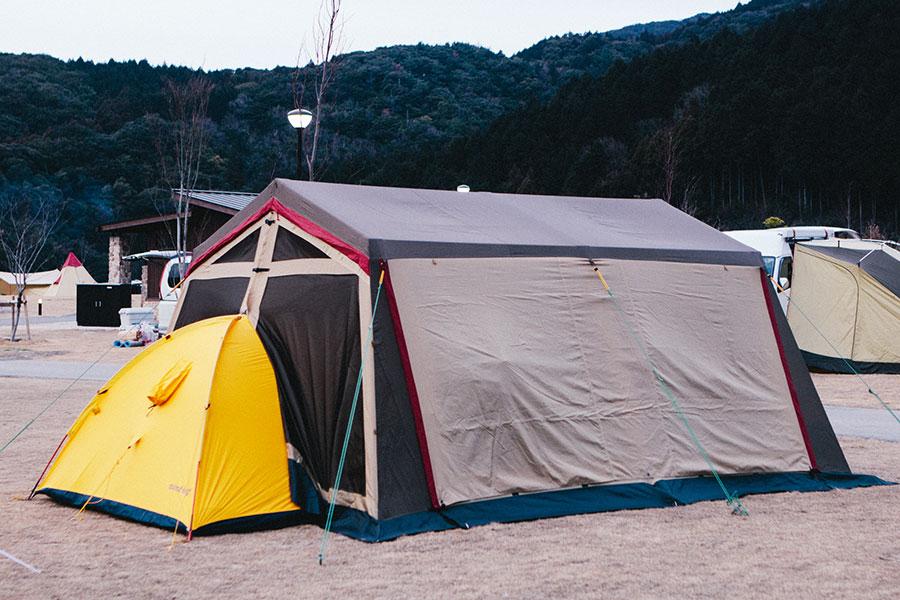 後ろ側はモンベルのテントがイン