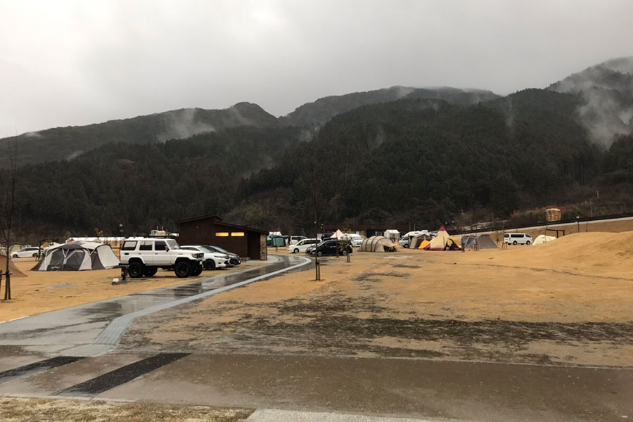 朝から土砂降りの五ケ山クロスキャンプ場