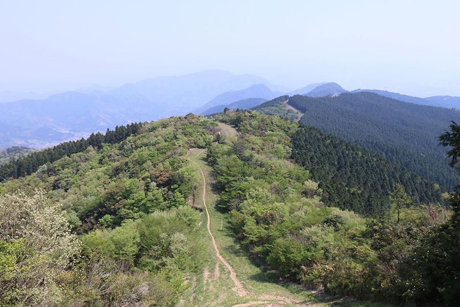 焼立山(赤牟田の辻)から縦走路を振り返る