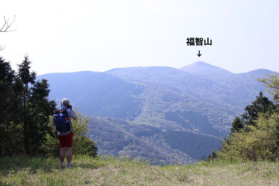 遥か彼方に福智山