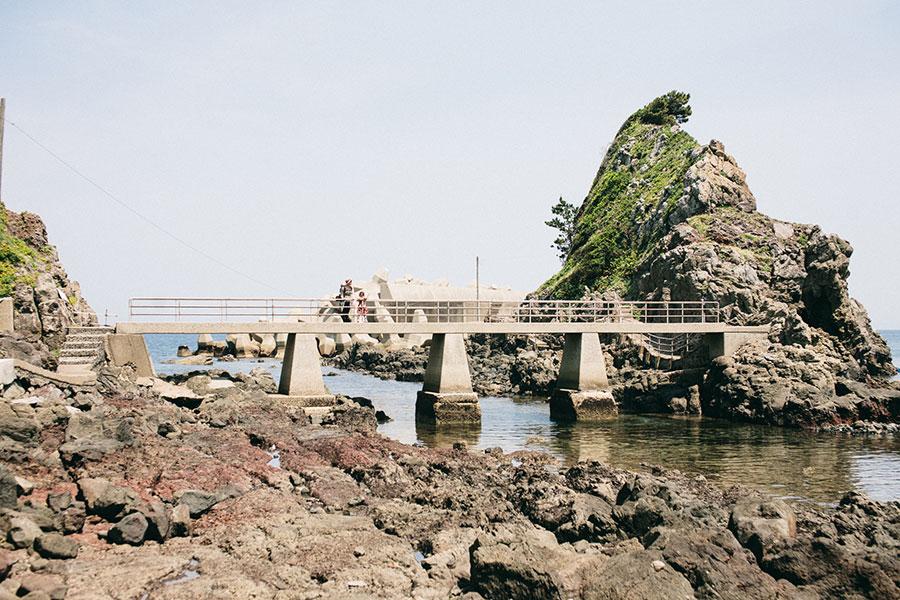 浪切不動尊のある大きな岩