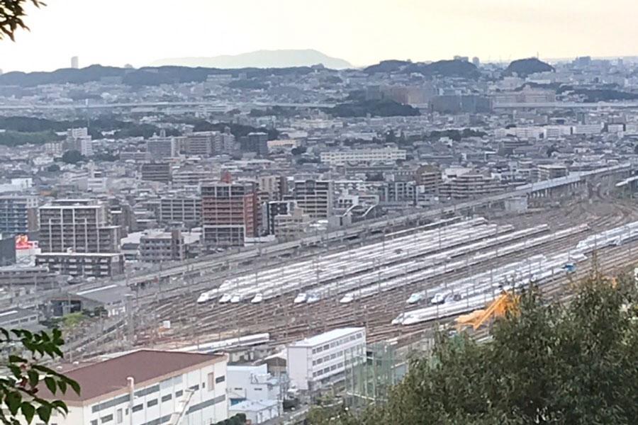 観音山からの眺望(新幹線車両基地)