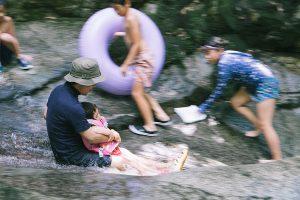 熊本県山鹿市の矢谷渓谷は天然のウォータースライダーもあって子供も大満足!